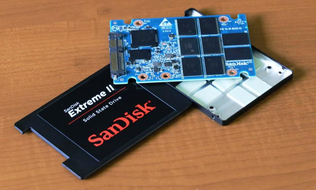 SanDisk Extreme II 480GB SSD Disassembled