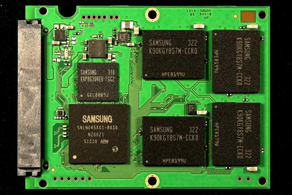 Samsung-EVO-840-1TB-SSD-PCB-Front