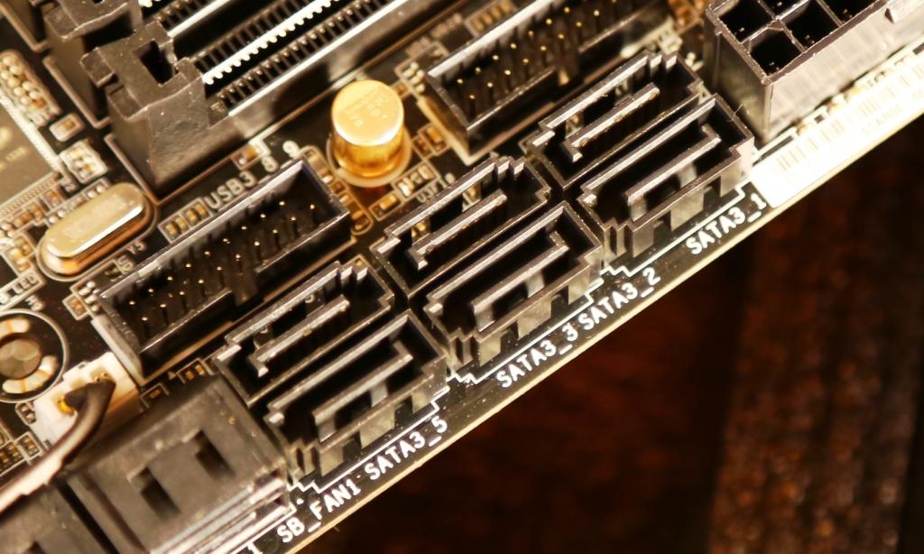 ASRock Z87 Extreme 11 ac motherboard Intel SATA Ports