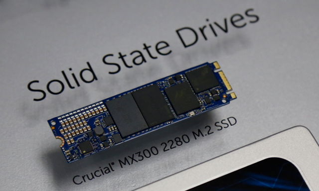 Crucial MX300 M.2 2280 SSD