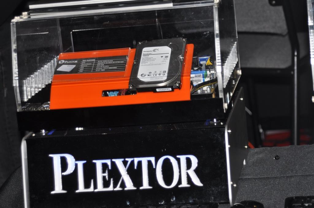 plextor booth e3 2013 (13)