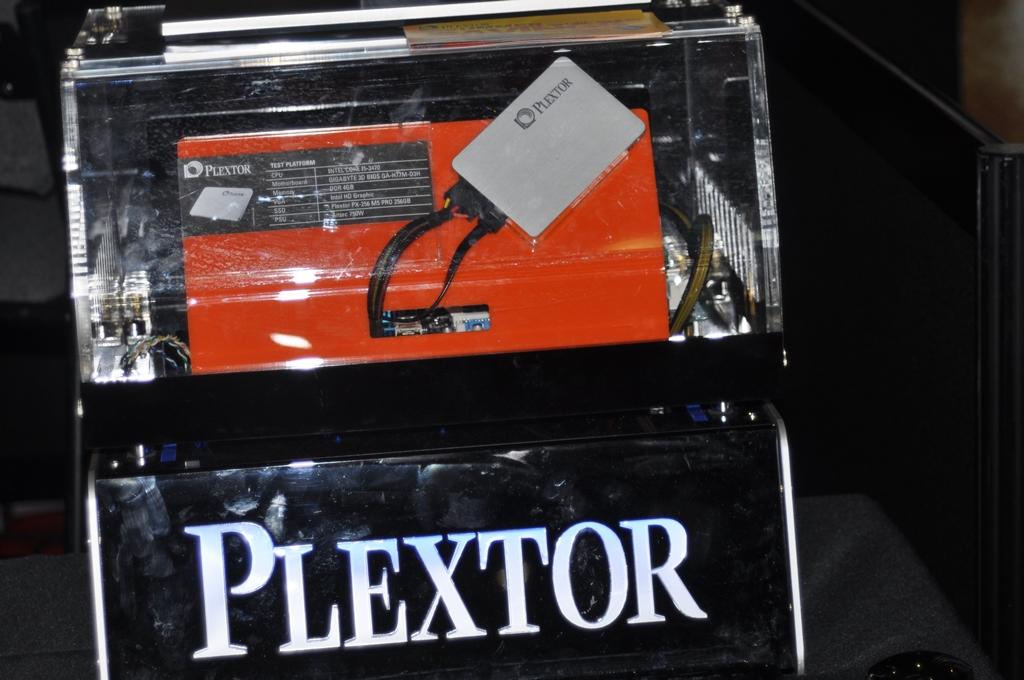 plextor booth e3 2013 (14)