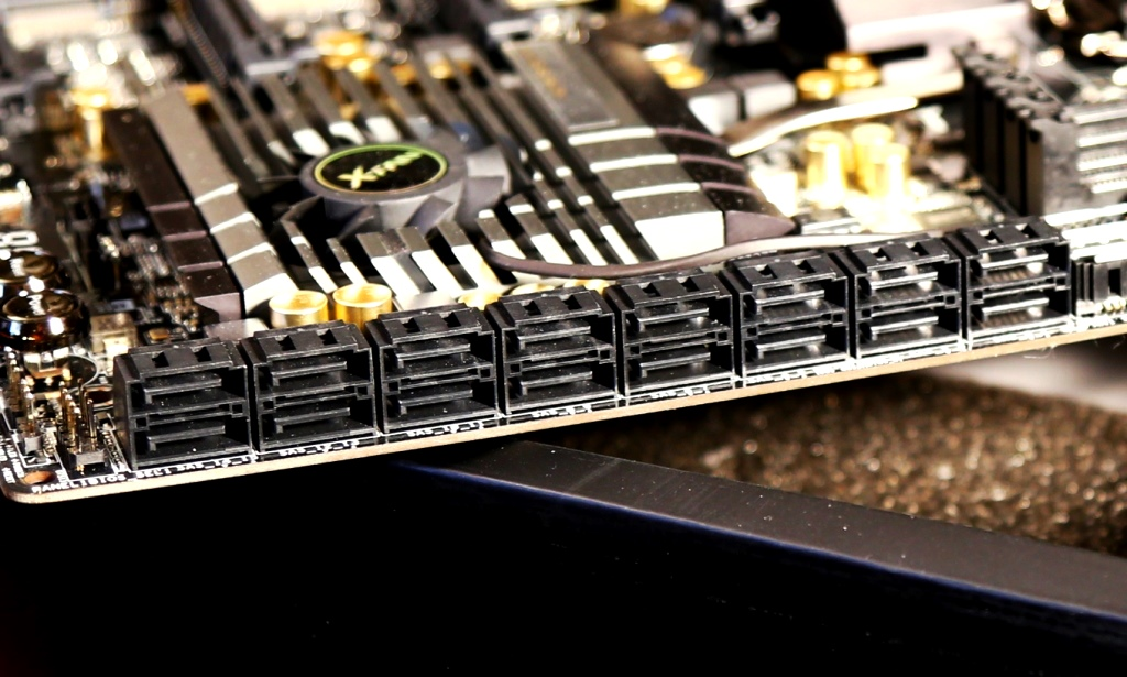 ASRock-Z87-Extreme-11-ac-motherboard-SAS-Ports2