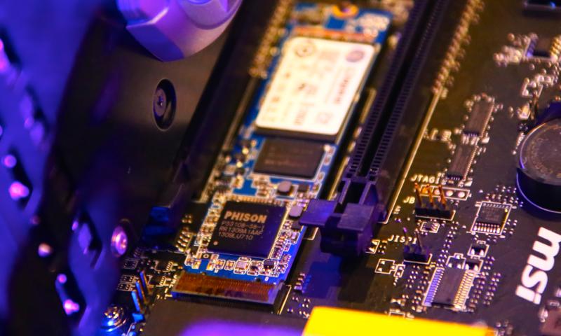 Kingston HyperX M.2 SSD - 03