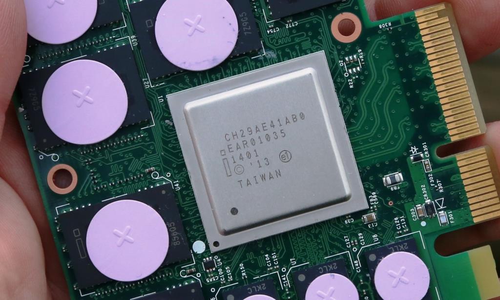 Intel P3700 Controller