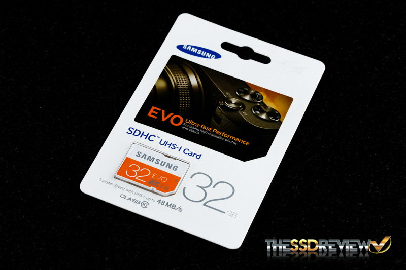 Samsung EVO SDHC 32GB Pacakage Angled