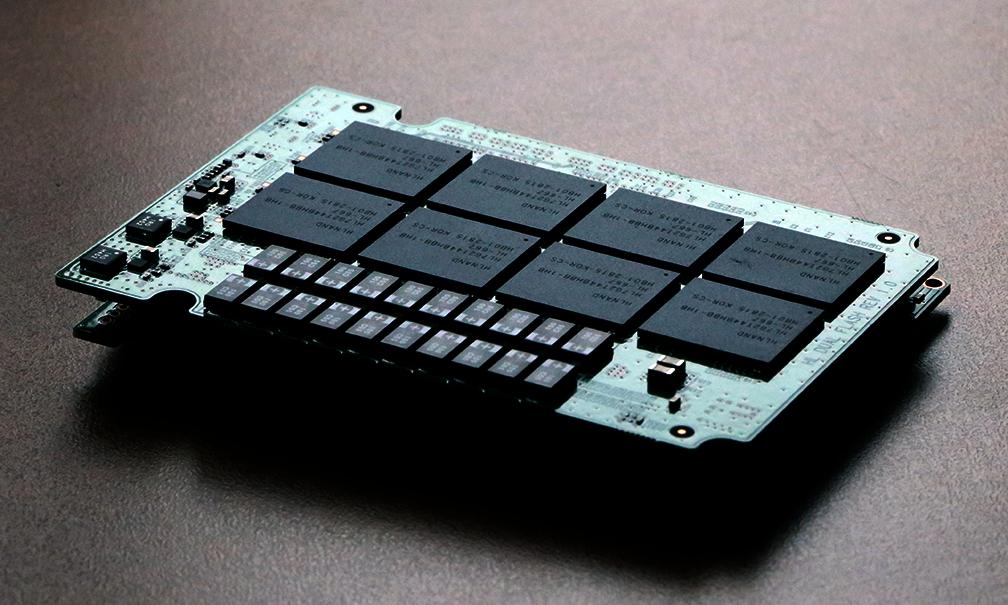 Novachips Scalar 8TB HLNAND SSD